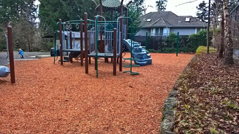 Детская площадка с ЩЕПОЙ. Не резина на асфальте